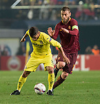 Jonathan Dos Santos of Villarreal CF fights for the ball with Daniele De Rossi of AS Roma Villarreal CF vs AS Roma during their UEFA Europa League 2016-17 Round of 32 match at the Estadio de la Cerámica on 16 February 2017 in Villarreal, Spain. Photo by Maria Jose Segovia Carmona / Power Sport Images