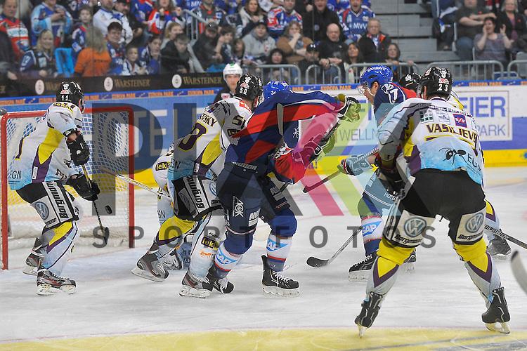 Mannheims Adam Mitchell (Nr.27) und Mannheims Yannic Seidenberg (Nr.36) gegen Krefelds Dusan Milo (Nr.11), Krefelds Scott Langkow (Nr.37), Krefelds Richard Pavlikovsky (Nr.50), Krefelds Boris Blank (Nr.24) und Krefelds Herberts Vasiljevs (Nr.23)  beim Spiel in der DEL, Adler Mannheim - Krefeld Pinguine.<br /> <br /> Foto &copy; Ice-Hockey-Picture-24 *** Foto ist honorarpflichtig! *** Auf Anfrage in hoeherer Qualitaet/Aufloesung. Belegexemplar erbeten. Veroeffentlichung ausschliesslich fuer journalistisch-publizistische Zwecke. For editorial use only.
