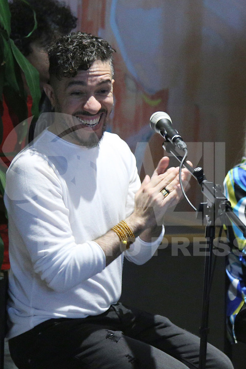 Lisboa (Portugal) 06/07/2019  - O cantor Caetano Veloso e o ex-deputado federal Jean Wyllys durante a inauguração da Casa Ninja na cidade de Lisboa em Portugal..<br /> (Foto: Líbia Florentino /Brazil Photo Press)
