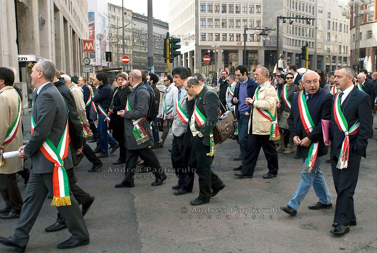 Milano, Italia   08/04/2010.Manifestazione sindaci Anci Lombardia contro i limiti del patto di stabilità.#####.Milan, Italy   08/04/2010.Mayors demonstration