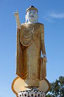 Myanmar, (Burma), Shan State, Kengtung: Golden Buddha statue at the Yat Taw Mu pagoda | Myanmar (Birma), Shan Staat, Kengtung: Goldene Buddha Statue an der Yat Taw Mu Pagode