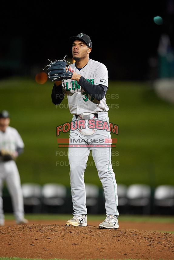 Clinton LumberKings relief pitcher Jeffeson Medina (31) gets ready to deliver a pitch during a game against the South Bend Cubs on May 6, 2017 at Four Winds Field in South Bend, Indiana.  South Bend defeated Clinton 7-6 in nineteen innings.  (Mike Janes/Four Seam Images)