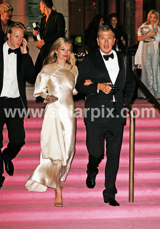 **ALL ROUND PICTURES FROM SOLARPIX.COM**.*WORLDWIDE RIGHTS*.Kate Moss leaves The Golden Age Of Couture VIP Gala at the Victoria & Albert Museum with top fashion photographer Mario Testino..JOB REF:    GMT   DATE: 18.09.07.**MUST CREDIT SOLARPIX.COM OR DOUBLE FEE WILL BE CHARGED* *UNDER NO CIRCUMSTANCES IS THIS IMAGE TO BE REPRODUCED FOR ANY ONLINE EDITION WITHOUT PRIOR PERMISSION*