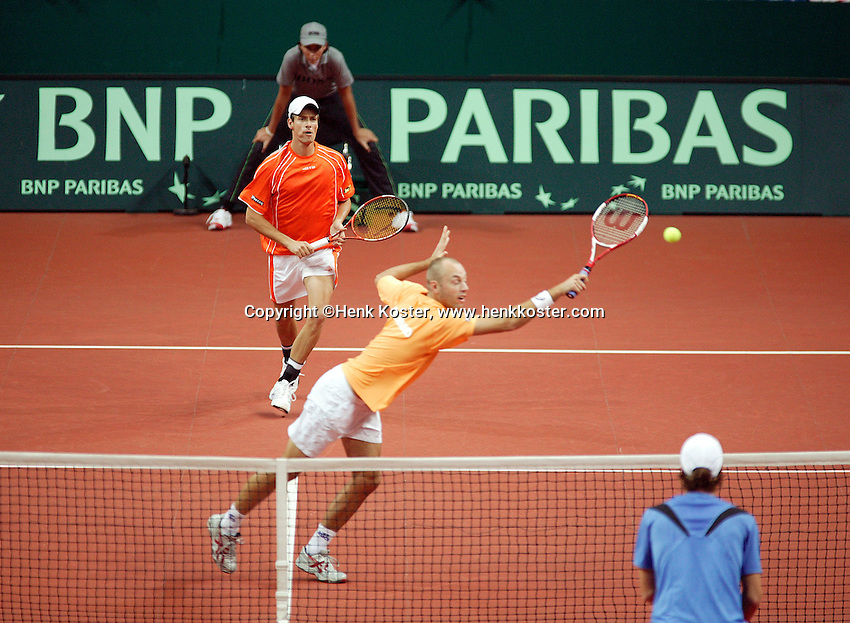 23-9-06,Leiden, Daviscup Netherlands-Tsjech Republic, doubles, Peter Wessels (volley) with Rogier Wassen