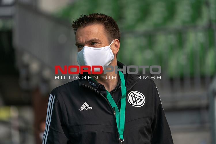 Schiedsrichter Holger Henschel<br /> <br /> Sport: Fussball: 1. Bundesliga: Saison 19/20: <br /> 26. Spieltag: SV Werder Bremen vs Bayer 04 Leverkusen, 18.05.2020<br /> <br /> Foto ©  gumzmedia / Nordphoto / Andreas Gumz / POOL <br /> <br /> Nur für journalistische Zwecke! Only for editorial use!<br />  DFL regulations prohibit any use of photographs as image sequences and/or quasi-video.