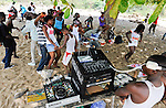 SIERRA LEONE , young people from Freetown have a pivate party with dance and drinks at the beach in Kent on weekends, this parties called outing / SIERRA LEONE Kent, Jugendliche aus Freetown feiern am Wochenende ausgelassen mit Tanz und Alkohol am Strand private Parties, sogenannte Outings