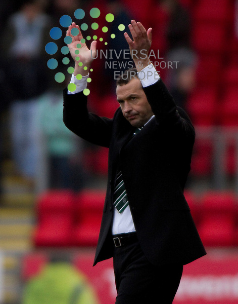 St Johnstone v Hibernian  SPL season 2010-2011 ..Colin Calderwood at the end of game during the Clydesdale Bank Premier League match between St Johnstone and Hibernian. At McDiarmid Park Stadium on 5th March 2011 in Perth, Scotland...Picture: Alan Rennie/Universal News and Sport (Scotland).