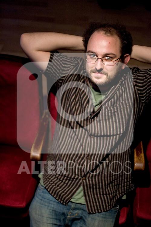 MADRID 04 DE ENERO DE 2006. EL CINEASTA BORJA COBEAGA RECIENTEMENTE NOMINADO AL OSCAR EN SU CASA DE MADRID. (ALVARO HERNANDEZ)