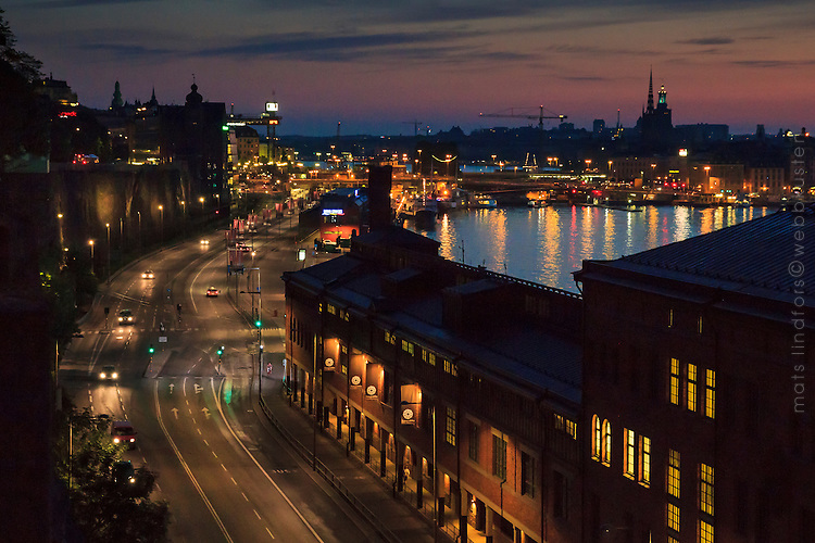 Stadsgårdsleden mot Slussen en natt i Stockholm.