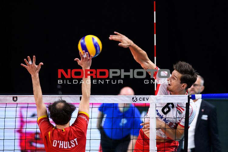 13.09.2019, Paleis 12, BrŸssel / Bruessel<br />Volleyball, Europameisterschaft, Belgien (BEL) vs. …sterreich / Oesterreich (AUT)<br /><br />Block Stijn D'hulst (#4 BEL) - Angriff Anton Menner (#6 AUT)<br /><br />  Foto © nordphoto / Kurth