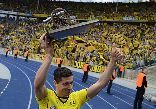 10.05.2014. Olympic Stadium in Berlin, Germany. Dortmund's Robert Lewandowski is  presented with the top scorers cannon after the German Bundesliga match between Hertha BSC and Borussia Dortmund Dortmund won the match 4-0.