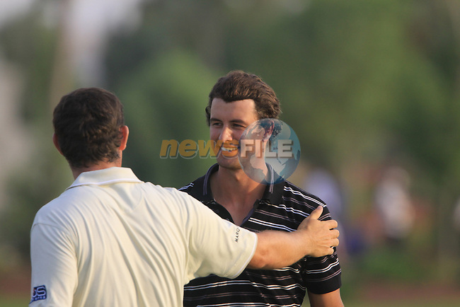 Padraig Harrington congratulates Adam Scott after finishing his round on 7 under on the 18th green during  Day 2 at the Dubai World Championship Golf in Jumeirah, Earth Course, Golf Estates, Dubai  UAE, 20th November 2009 (Photo by Eoin Clarke/GOLFFILE)