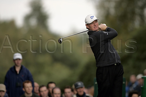 17 October 2004: South African golfer ERNIE ELS (RSA) drives from the 4th tee during the final of the HSBC World Matchplay Championships played at Wentworth, Surrey. Els beat Lee Westwood 2 and 1 in the final. Els has now won the title a record six times. Photo: Glyn Kirk/Action Plus...041017 golf  player wood driving drive