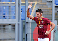"Calcio: allenamento a porte aperte ""Open Day"" per la presentazione della Roma, a Roma, stadio Olimpico, 21 agosto 2013.<br /> AS Roma forward Erik Lamela, of Argentina, attends the club's Open Day training session at Rome's Olympic stadium, 21 August 2013.<br /> UPDATE IMAGES PRESS/Riccardo De Luca"