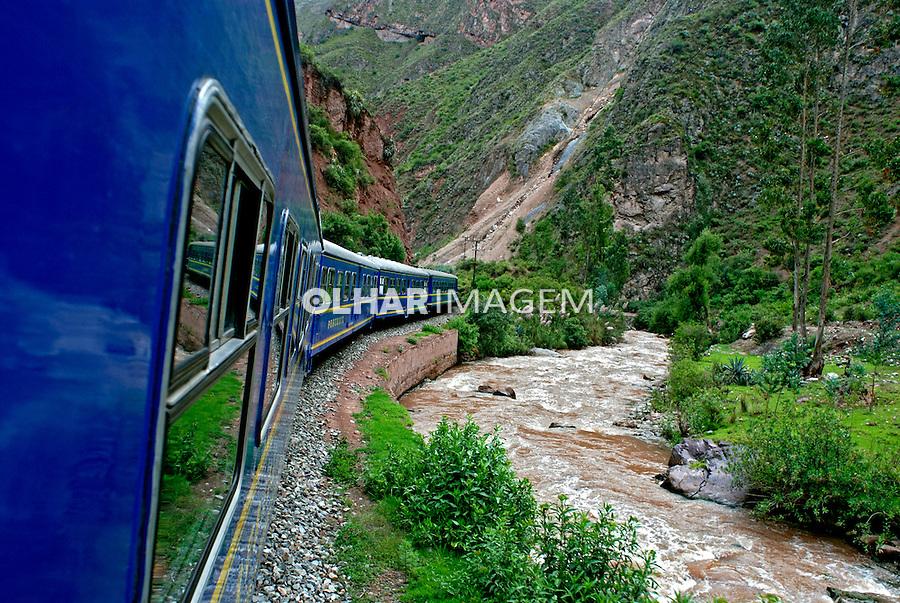 Viagem de trem a Machu Pichu. Cusco. Peru. 2007. Foto de Vinicius Romanini.