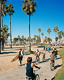 USA, California, Los Angeles, Venice Beach, surfers and bikers on the Venice Beach Boardwalk