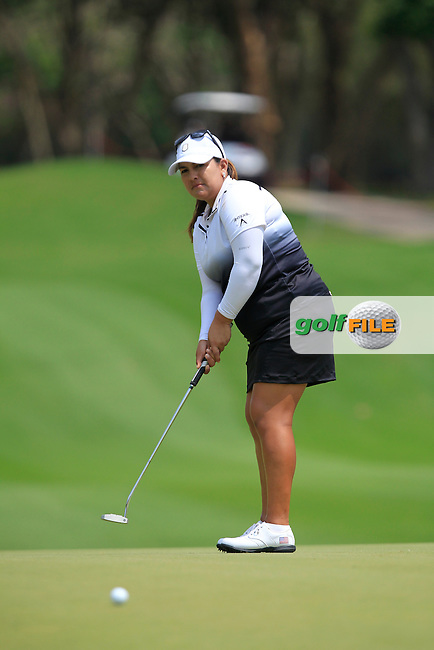 Lizette Salas (USA) on the 10th green during Round 1 of the Honda LPGA Thailand on Thursday 23rd February 2017.<br /> Picture:  Thos Caffrey / Golffile