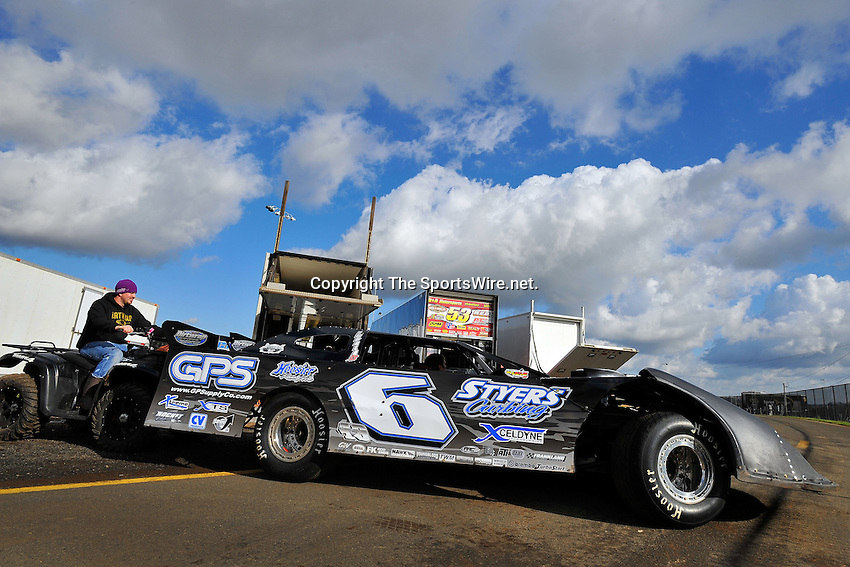 Mar 29, 2009; 9:31:01 AM; Concord, NC, USA; World of Outlaws Series race for the Circle K Colossal 100 at the Dirt Track Lowes Motor Speedway.  Mandatory Credit: (thesportswire.net)