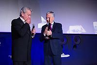 Alain Delon, invit&eacute; d'Honneur,  annonce sa retraite  pour la fin 2017, lors du Festival du film policier de Li&egrave;ge 2017.<br /> Alain Delon a annonc&eacute; vendredi 5 mai en pr&eacute;lude &agrave; la remise d'un Big up d'honneur au Festival International du Film Policier de Li&egrave;ge qu'il allait tourner &agrave; l'automne 2017 un film avec Juliette Binoche, dirig&eacute; par Patrice Leconte. <br /> &quot;Ce sera mon tout dernier film car, comme un boxeur qui ne veut pas faire le combat de trop, je souhaite ne pas faire le film de trop&quot;.<br /> Belgique, Li&egrave;ge, 5 mai 2017.<br /> French actor Alain Delon announces the end of his movie career by the end of 2017, while attending the International Liege Police Film Festival in Belgium.<br /> Alain Delon will be filming his very last movie of his career next fall.<br /> Belgium, Li&egrave;ge, 5 May  2017<br /> Pic : Alain Delon &amp; Didier Reynders ( Vice-Premier Ministre et Ministre des Affaires &eacute;trang&egrave;res et europ&eacute;ennes )