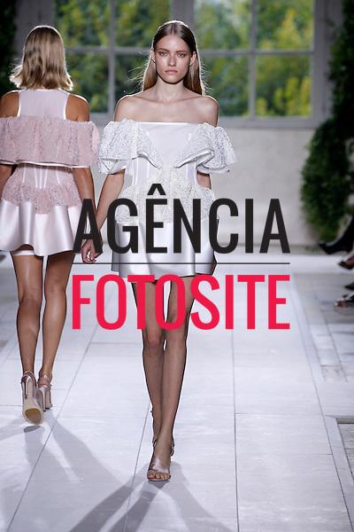 Paris, Franca&sbquo; 26/09/2013 - Desfile de Balenciaga durante a Semana de moda de Paris  -  Verao 2014. <br /> Foto: FOTOSITE