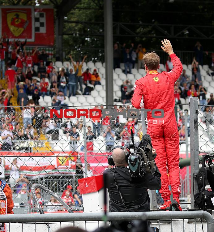 01.09.2018, Autodromo di Monza, Monza, FORMULA 1 GRAN PREMIO HEINEKEN D'ITALIA 2018<br />,im Bild<br />Sebastian Vettel (GER#5), Scuderia Ferrari steht auf der Boxenmauer und winkt den Fans zu<br /> <br /> Foto © nordphoto / Bratic