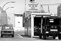 - the Berlin Wall at the border crossing Checkpoint Charlie, in the Kreuzberg district....- il Muro di Berlino al passaggio di frontiera Checkpoint Charlie, nel quartiere di Kreuzberg