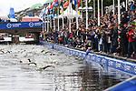 06.07.2019,  Innenstadt, Hamburg, GER, Hamburg Wasser World Triathlon, Elite Mainner, im Bild die Triathleten beim Start kurz vor dem Ausstieg aus dem Wasser vor dem Hamburger Rathaus Foto © nordphoto / Witke *** Local Caption ***