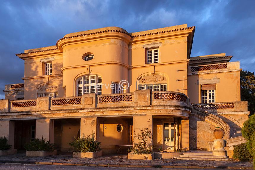 Domaine du Rayol en novembre : l'Hôtel de la Mer au coucher du soleil.