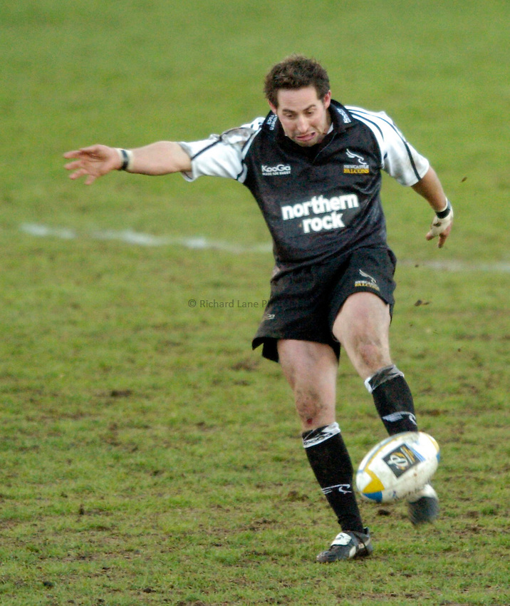 Photo. Jed Wee..Newcastle Falcons v AS Montferrand, Parker Pen Challenge Cup, Kingston Park, Newcastle. 11/01/2004..Newcastle's Ben Gollings.
