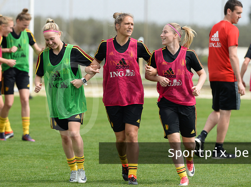 20180306 - LARNACA , CYPRUS :  Belgian Celien Guns , Maud Coutereels and Jana Coryn (r) pictured during a Matchday -1 training from The Belgian Red Flames prior to their game against South Africa , on tuesday 6 March 2018 at the Alpha Sports Grounds in Larnaca , Cyprus . This will be the final game for Belgium during the Cyprus Womens Cup for a battle for the 5th place , a prestigious women soccer tournament as a preparation on the World Cup 2019 qualification duels. PHOTO SPORTPIX.BE | DAVID CATRY