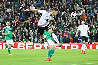 Kopfballchance Leon Goretzka (Deutschland Germany) - 05.10.2017: Nordirland vs. Deutschland, WM-Qualifikation Spiel 9, Windsor Park Belfast