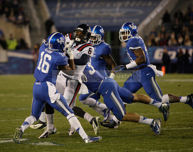 Kentucky Wildcats wide receiver La'Rod King (16) defends during the first half of the UK Football game v. Samford at Commonwealth Stadium in Lexington, Ky., on Saturday, November 17, 2012. Photo by Genevieve Adams | Staff
