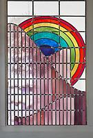 Nederland Amsterdam 2017.  Watergraafsmeer Betondorp.  Glas-in-lood raam in het Brinkhuis. Het Brinkhuis is gebouwd als bibliotheek maar is tegenwoordig een buurthuis.   Foto Berlinda van Dam / Hollandse Hoogte . Foto Berlinda van Dam / Hollandse Hoogte