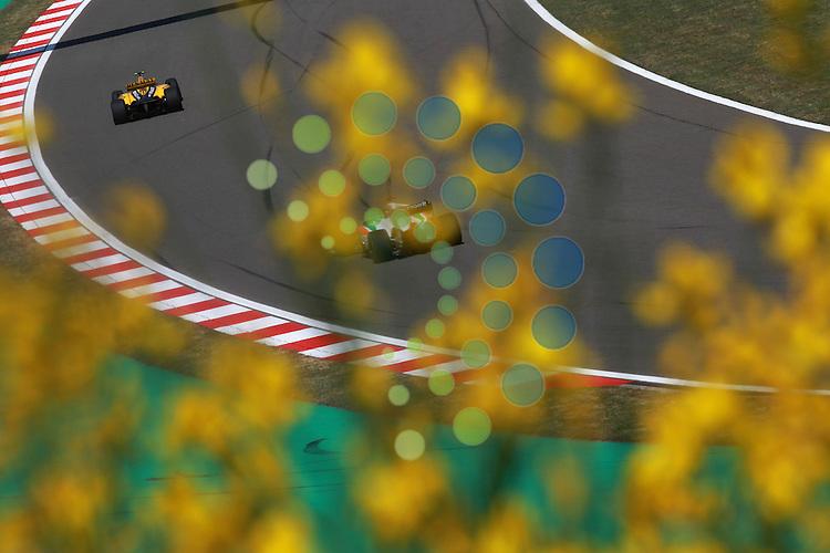 F1 GP of Turkey, Istanbul 27.- 30. May 2010.Vitaly Petrov (RUS), Renault F1 Team - Adrian Sutil (GER), Force India Formula One Team ..Hasan Bratic;Koblenzerstr.3;56412 Nentershausen;Tel.:0172-2733357;.hb-press-agency@t-online.de;http://www.uptodate-bildagentur.de;.Veroeffentlichung gem. AGB - Stand 09.2006; Foto ist Honorarpflichtig zzgl. 7% Ust.;Hasan Bratic,Koblenzerstr.3,Postfach 1117,56412 Nentershausen; Steuer-Nr.: 30 807 6032 6;Finanzamt Montabaur;  Nassauische Sparkasse Nentershausen; Konto 828017896, BLZ 510 500 15;SWIFT-BIC: NASS DE 55;IBAN: DE69 5105 0015 0828 0178 96; Belegexemplar erforderlich!..