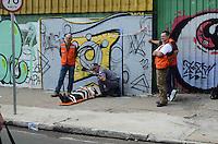 SANTO ANDRE, 29 DE MARCO DE 2012 - ACIDENTE ONIBUS SANTO ANDRE - Um onibus da linha 01 - Parque Erasmo - Fundacao tombou na Avenida do Estado, trecho do trevo de Utinga, na tarde desta quinta feira. Segundo o corpo de Bombeiros nao houve vítimas fatais e as causas do acidente estao sendo averiguadas. FOTO: ALEXANDRE MOREIRA - BRAZIL PHOTO PRESS