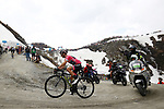 Race leader Maglia Rosa Simon Yates (GBR) Mitchelton-Scott in crisis on the Colle delle Finestre during Stage 19 of the 2018 Giro d'Italia, running 185km from Venaria Reale to Bardonecchia featuring the Cima Coppi of this Giro, the highest climb on the Colle delle Finestre with its gravel roads, before finishing on the final climb of the Jafferau, Italy. 25th May 2018.<br /> Picture: LaPresse/POOL Luca Bettini/BettiniPhoto | Cyclefile<br /> <br /> <br /> All photos usage must carry mandatory copyright credit (&copy; Cyclefile | LaPresse/POOL Luca Bettini/BettiniPhoto)