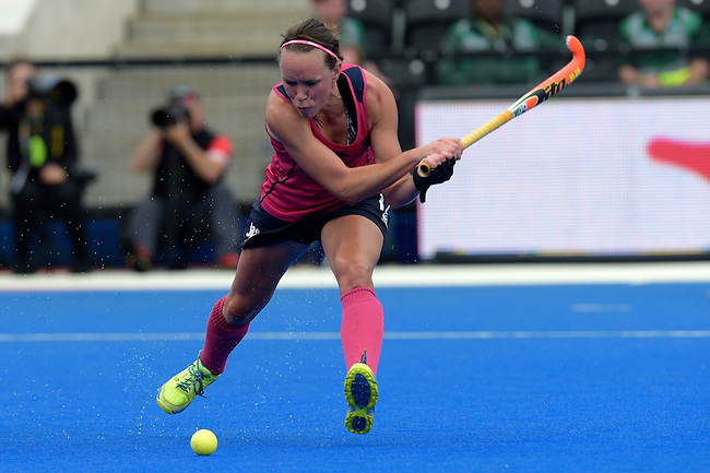 ENG - London, England, August 30: Nikki KIDD #17 of Scotland scores the leading goal (1-0) during the women Pool C match between Scotland (pink) and Poland (white) on August 30, 2015 at Lee Valley Hockey and Tennis Centre, Queen Elizabeth Olympic Park in London, England. Final score 2-0 (1-0). (Photo by Dirk Markgraf / www.265-images.com) *** Local caption *** Nikki KIDD #17 of Scotland