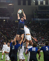 Rugby World Cup Auckland  England v France  Quarter Final 2 - 08/10/2011.JULIEN BONNAIRE (France) wins the line out ball.Photo Frey Fotosports International/AMN Images