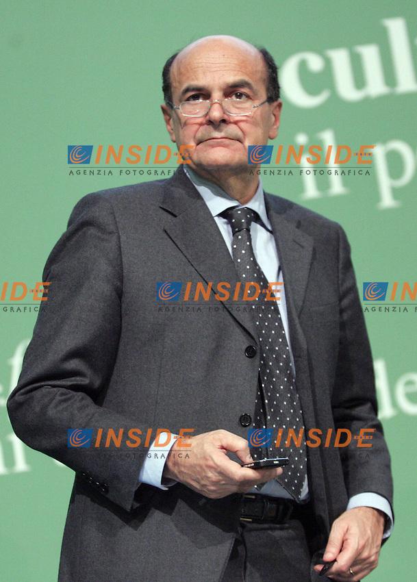 Il Segretario Nazionale Pier Luigi Bersani ..PD- Assemblea Nazionale del Partito Democratico...Roma, 4 Febraio 2011..Serena Cremaschi Insidefoto..........