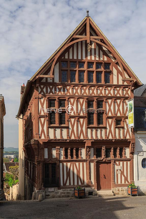 France, Yonne (89), Joigny, maison dite du Bailli sur la place Saint-Jean // France, Yonne, Joigny, Bailli house