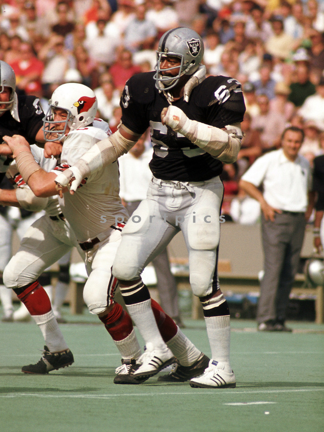 Oakland Raiders Gene Upshaw (63) during a game from his 1973 season with the Oakland Raiders. Gene Upshaw played 15 years, all for the Oakland Raiders, was a 7-time Pro Bowler, 5-time first team Pro Bowler and was inducted to the Pro Football Hall of Fame in 1987.(SportPics)