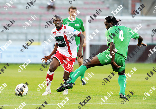 2012-08-18 / Voetbal / seizoen 2012-2013 / Antwerp - Tienen / Mady Panandetiguiri (l. Antwerp) met Maxime Renson..Foto: Mpics.be