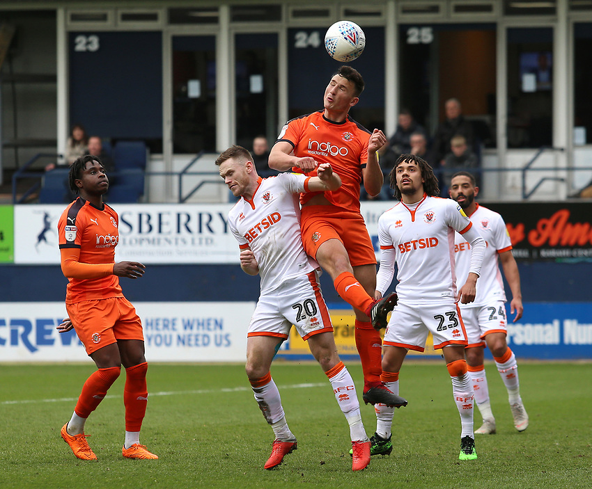Blackpool's Oliver Turton battles with Luton Town's Matty Pearson<br /> <br /> Photographer David Shipman/CameraSport<br /> <br /> The EFL Sky Bet League One - Luton Town v Blackpool - Saturday 6th April 2019 - Kenilworth Road - Luton<br /> <br /> World Copyright © 2019 CameraSport. All rights reserved. 43 Linden Ave. Countesthorpe. Leicester. England. LE8 5PG - Tel: +44 (0) 116 277 4147 - admin@camerasport.com - www.camerasport.com
