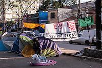 SÃO PAULO, SP, 14.11.2015 - PROTESTO-SP - Estudantes ocupam a escola estadual Fernão Dias Paes, na zona oeste de São Paulo, contra o o plano de reestruturação do ensino e fechamento de escolas proposto pelo governo de Geraldo Alckmin (PSDB). (Victor Abex/Brazil Photo Press)
