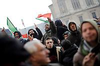 I manifestanti della protesta dei Forconi protestano di fronte alla sede della Regione Piemonte in piazza Castello a Torino Torino 09/12/2013  Foto Stringer / Insidefoto