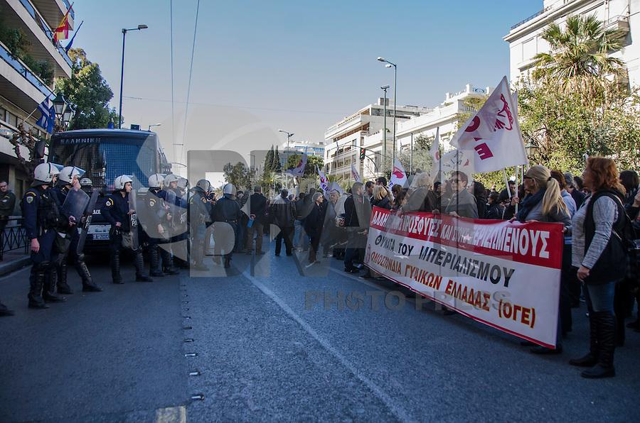 ATENAS, GRÉCIA, 05.03.2016 - PROTESTO-GRÉCIA - A PAME (Frente Militante de Todos os Trabalhadores) durante manifestação em Atenas em apoio aos refugiados que entram na Grécia. (Foto por George Panagakis/Brazil Photo Press)