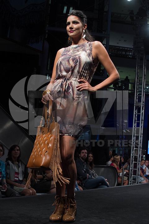 SÃO PAULO-SP-03.03.2015 - INVERNO 2015/MEGA FASHION WEEK -Grife Yumarimel<br /> O Shopping Mega Polo Moda inicia a 18° edição do Mega Fashion Week, (02,03 e 04 de Março) com as principais tendências do outono/inverno 2015.Com 1400 looks das 300 marcas presentes no shopping de atacado.Bráz-Região central da cidade de São Paulo na manhã dessa segunda-feira,02.(Foto:Kevin David/Brazil Photo Press)