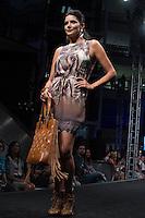 S&Atilde;O PAULO-SP-03.03.2015 - INVERNO 2015/MEGA FASHION WEEK -Grife Yumarimel<br /> O Shopping Mega Polo Moda inicia a 18&deg; edi&ccedil;&atilde;o do Mega Fashion Week, (02,03 e 04 de Mar&ccedil;o) com as principais tend&ecirc;ncias do outono/inverno 2015.Com 1400 looks das 300 marcas presentes no shopping de atacado.Br&aacute;z-Regi&atilde;o central da cidade de S&atilde;o Paulo na manh&atilde; dessa segunda-feira,02.(Foto:Kevin David/Brazil Photo Press)