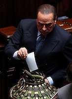 Il leader del Popolo della Liberta' Silvio Berlusconi vota dopo essere arrivato in ritardo alla prima seduta comune di senatori e deputati per l'elezione del nuovo Capo dello Stato alla Camera dei Deputati, Roma, 18 aprile 2013..Italian People of Freedom party's leader Silvio Berlusconi votes during the first common plenary session of senators and deputies to elect the new Head of State, at the Lower Chamber in Rome, 18 April 2013..UPDATE IMAGES PRESS/Riccardo De Luca.