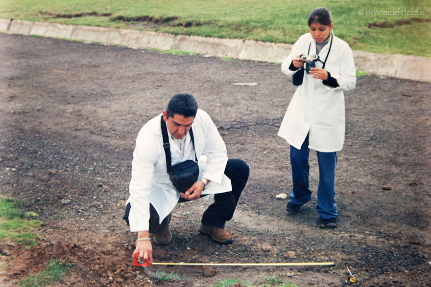 """An old photograph of Donovan teaching a criminology class in Toluca, Mexico State, in 2005. Donovan Tavera, 43, is the director of """"Limpieza Forense México"""", the country's first and so far the only government-accredited forensic cleaning company. Since 2000, Tavera, a self-taught forensic technician, and his family have offered services to clean up homicides, unattended death, suicides, the homes of compulsive hoarders and houses destroyed by fire or flooding. Despite rising violence that has left 70,000 people dead and 23,000 disappeared since 2006, Mexico has only one certified forensic cleaner. As a consequence, the biological hazards associated with crime scenes are going unchecked all around the country. Photo by Bénédicte Desrus"""